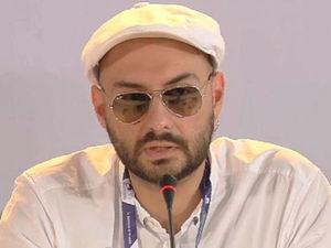 Режиссера Кирилла Серебренникова освободили из-под домашнего ареста