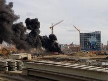 На стройке возле конгресс-холла в Челябинске произошел пожар. ФОТО