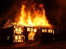 Горит более 1200 кв. м. В одном из цехов «Заволжского моторного завода» начался пожар