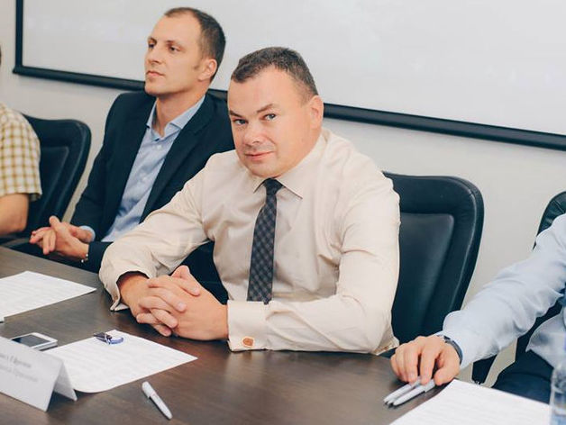 на фото: Павел Ефремов
