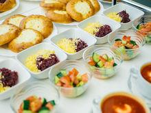Чем кормят детей в школе? В Екатеринбурге оператор питания показал столовскую еду