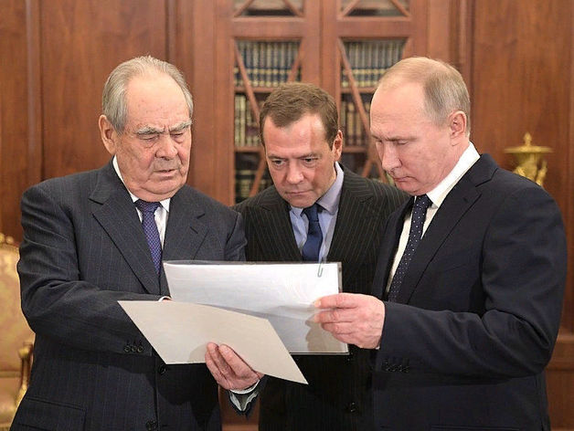 Слева: Минтимер Шаймиев, первый президент Республики Татарстан
