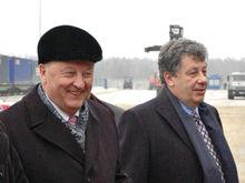 Россель и Чернецкий померились доходами, роскошными коттеджами и люксовыми авто