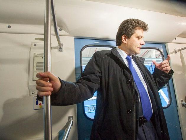 «Детсад на колесах». В Екатеринбурге показали новые вагоны метро, которые оплатят жители