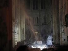 «Снова поверил в Бога, кажется». Как в России обсуждают пожар в соборе Нотр-дам-де-Пари