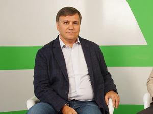 Константин Сенченко: «В политике невозможно двигаться вперед»