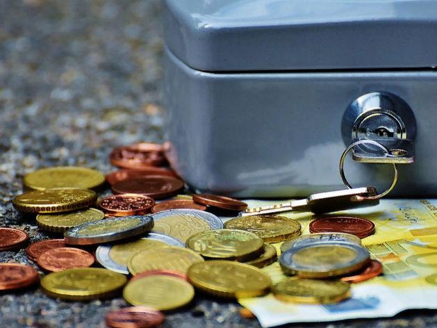 Россияне стали реже платить по безналу. Однако малый бизнес обеляется