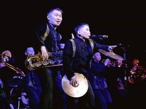«А что, так можно было?!»: в Красноярске с аншлагом прошёл концерт Тувинского оркестра