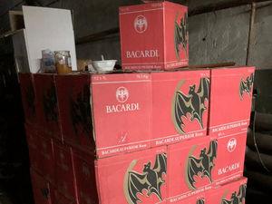Готовились к праздникам. ФСБ накрыла нелегальное производство алкоголя под Екатеринбургом