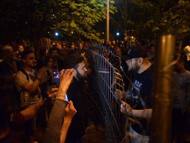 От обнимашек до ОМОНа. Противники храма в Екатеринбурге протестовали всю ночь