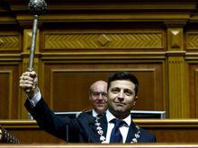 Зеленский официально стал президентом Украины. Первым делом он распустил Верховную раду