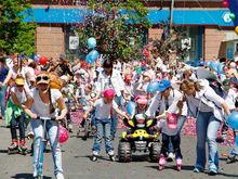 Губернатор Красноярского края Александр Усс пообещал найти денег на детский карнавал