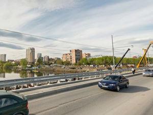 В Екатеринбурге на месяц закроют движение по Макаровскому мосту