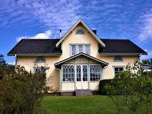 Сколько дач в Красноярске нужно продать, чтобы купить жилье у моря?
