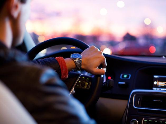 BMW, Lexus, Jaguar. На чем ездят самые богатые депутаты Екатеринбурга