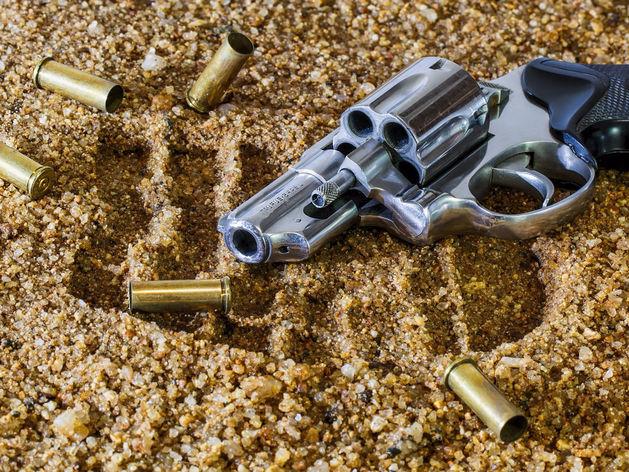 Револьвер и гильзы