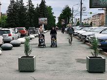 Бульвар в центре Челябинска огородили «яйцами драконов»