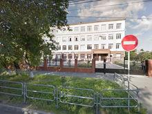 Реклама кабаре возле элитной челябинской гимназии возмутила родителей