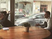 Леонид Парфёнов снял сюжет о челябинском шеф-поваре, который открыл ресторан в Испании