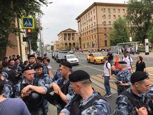 «Ваша свобода не согласована с органами власти». В Москве задержали более 500 человек