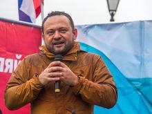 Первый кандидат в мэры Новосибирска принес документы в избирком
