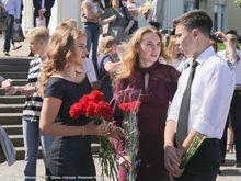 Почти 500 нижегородских отличников получили сегодня золотые медали