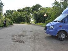 «Грузовики разобьют»: из-за реконструкции Плодушки отложили ремонт дороги к новостройкам