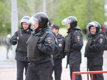 Силовики пришли с обысками к участникам акций протеста в сквере