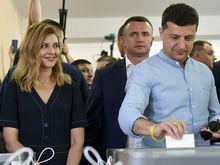 «Есть шанс изменить страну». Партия Зеленского лидирует на выборах в Верховную раду