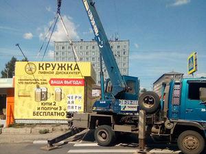 В Солнечном ремонтируют пешеходный мост и сносят павильоны рядом с ним