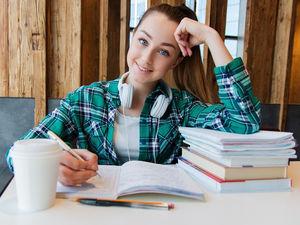 Ася Казанцева: «По утрам нужно заниматься ерундой, а не работать и учиться»