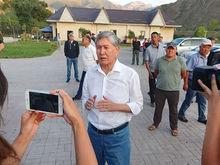От любви до ненависти: резиденцию экс-президента Киргизии берут штурмом. Что происходит?