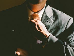 В галстуке жарко: челябинцев раздражает дресс-код летом