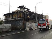 МЧС назвало предварительную версию ночного пожара в старинном особняке в центре Челябинска