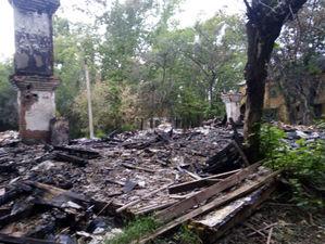 В Челябинске мэрия решила оплатить снос сгоревшего дома. Активисты: «Это слышать странно»