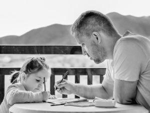 «В 2 раза больше кредитов и ипотека». Что происходит с финансами после рождения ребенка