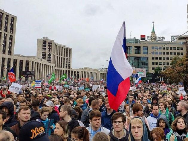 Большинство россиян осудили силовой разгон митингов в Москве и не верят в «руку Запада»