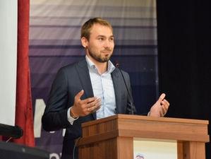 Антон Шипулин в Госдуме. Что нужно знать о выборах на Урале