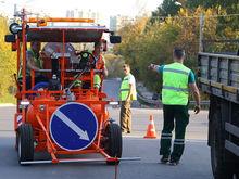Новая машина по нанесению разметки вышла на работу на дороги города