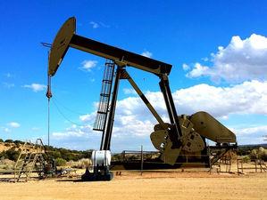 Нефть может подорожать до $100 из-за атак на Саудовскую Аравию. Поможет ли это России?