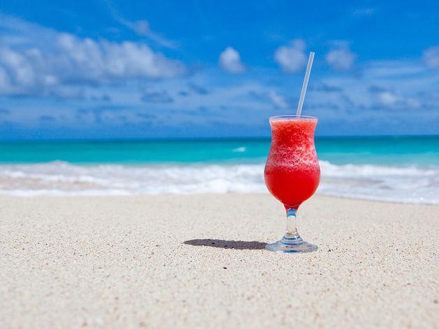 «Накопить на отпуск легко. Минус три покупки — неделя на пляже у моря»