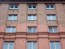 В Челябинске скандальный розовый дом на площади Революции покрасят ещё два раза