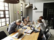 Коллеги-болтуны, звонки и личные проблемы: что отвлекает красноярцев от работы?