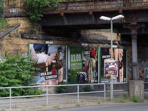Сотрудники АТИ изъяли самодельные рекламные щиты у «зазывал» на пл. Горького