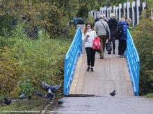 Два пешеходных моста через реку Левинка уже отремонтировали