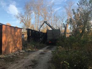 Работы по демонтажу сгоревших сараев начались в поселке Народный