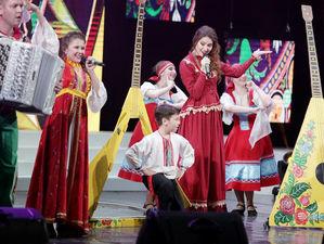 «Русская вечора» – творить добро легко и весело!