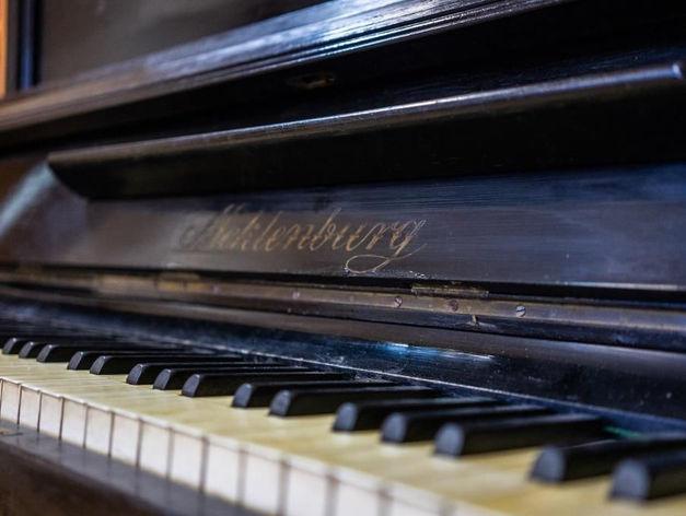 Классическое пианино Meklenburg Льва Сорокина продадут на интернет-аукционе