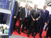 Подарил стадион и обещал разобраться со школами. Что Медведев делал в Екатеринбурге