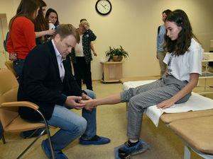 Врачи центра «Хочу ходить» встретились с детьми, нуждающимися в протезах